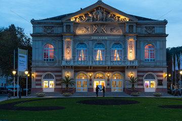 Baden-Baden  Deutschland  das Theater Baden-Baden am Goetheplatz am Abend