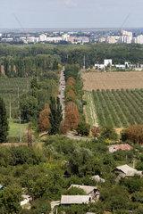 Chitcani  Republik Moldau  Blick ueber Chitcani bis nach Tiraspol