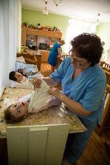Kischinau  Moldawien  koerperlich- und geistig behinderte Kinder in einem staatlichen Waisenhaus