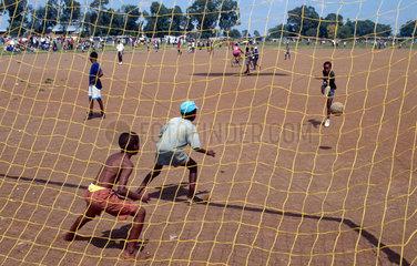 Sharpeville  Suedafrika  Kinder spielen Fussball