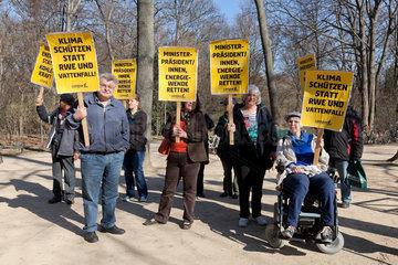 Berlin  Deutschland  CAMPACT-Aktion vor der Baden-Wuertembergischen Repraesentanz