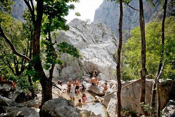 Starigrad  Kroatien  Besucher im Nationalpark Paklenica