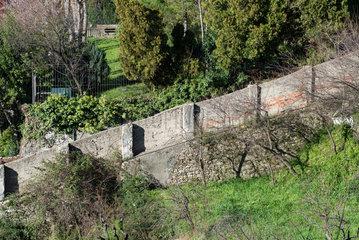 Genua  Italien  Grundstuecksgrenze in Hanglage