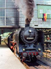 Berlin  DDR  die 01-224 -4 im Hauptbahnhof  heute Ostbahnhof