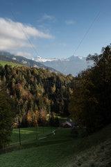 Sigriswil  Schweiz  Landschaft bei Sigriswil mit Berg Jungfrau im Hintergrund