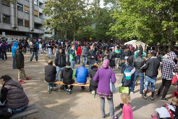 Berlin  Deutschland  Fluechtlinge vor dem Landesamt fuer Gesundheit und Soziales