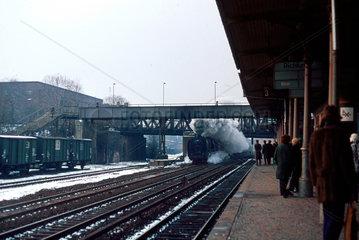 Berlin  DDR  die 01 2069 im Bahnhof Ostkreuz
