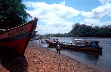 Fischerboote auf dem Rio Bajano