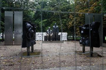 Berlin  Deutschland  umzaeuntes und umgestelltes Marx-Engels-Forum