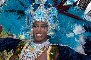 Berlin  Deutschland  Taenzer auf dem Karneval der Kulturen