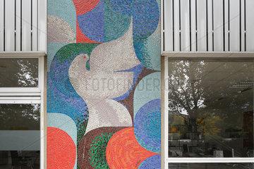 Berlin  Deutschland  Mosaik einer Friedenstaube