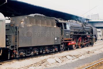 Berlin  DDR  die 01 2137 im Bahnhof Lichtenberg