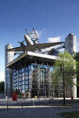 Berlin  Deutschland  das Deutsche Technikmuseum mit Rosinenbomber am Tempelhofer Ufer