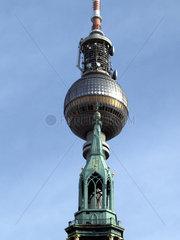 Fernsehturm und Kirchturmspitze