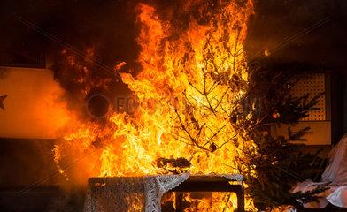 Berlin  Deutschland  simmulierter Zimmerbrand zur Weihnachtszeit