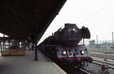 Berlin  DDR  die 03 0075 im Bahnhof Lichtenberg