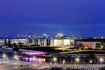 Berlin  Deutschland  Blick ueber den Europaplatz auf das Regierungsviertel