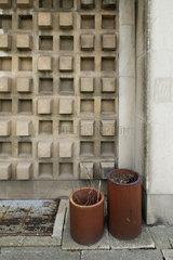 Chemnitz  Deutschland  Fassadendetail einer dreidimensionalen Betonfassade