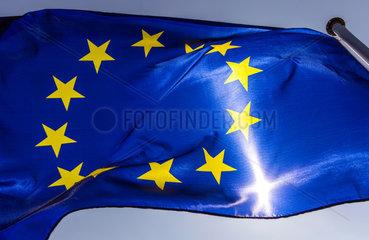 Berlin  Deutschland  Europaflagge weht im Wind