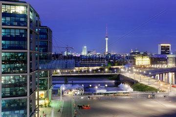 Berlin  Deutschland  Blick ueber den Europaplatz in Richtung Spree