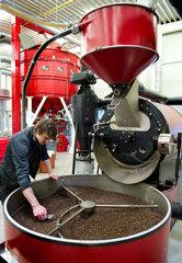 Elisabeth Andraschko - Die Geschaeftsfuehrerin der Andraschko Kaffee Manufaktur GmbH & Co. KG in Berlin profitiert mit ihrer Kaffeeroesterei und ihrem Cafebetrieb vom ansteigenden Trend in Deutschland Kaffee ausser Haus zu konsumieren.