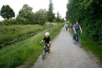 Bergkamen  Deutschland  Sommerfreizeit am Fluss