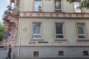 Ausstellung Fenster mit Graffiti