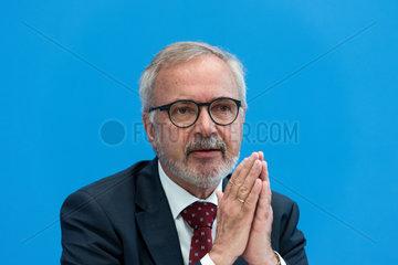 Berlin  Deutschland  Werner Hoyer  EIB-Praesident und FDP-Politiker