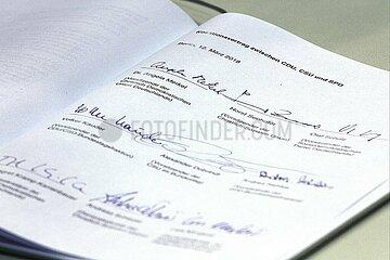 Unterschriften unter Koalitionsvertrag 2018-2021