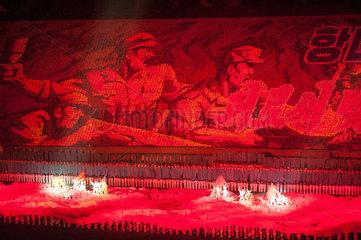 Pjoengjang  Nordkorea  Taenzer und Akrobaten beim Arirang-Festival