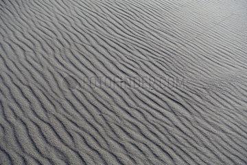 Kolberg  Polen  Wellenmuster im Sand am Strand