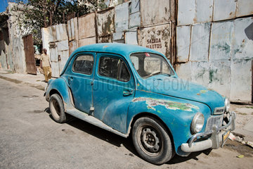 Havanna  Kuba  ein altes amerikanisches Auto in Havanna Centro