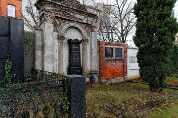Berlin  Deutschland  Grabsteine der Friedhoefe am Halleschen Tor
