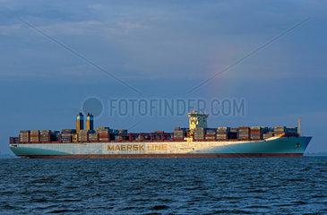 Bremerhaven  Deutschland  ausfahrendes Containerschiff Richtung Nordsee