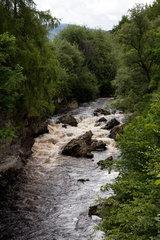 Braemar  Grossbritannien  Landschaft mit Fluss in den schottischen Highlands