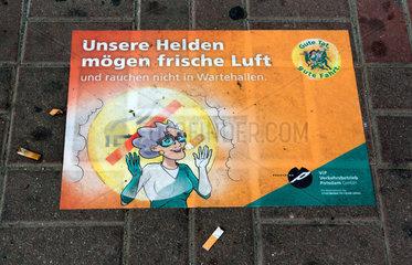 Potsdam  Deutschland  Nichtraucherzone einer Haltestelle