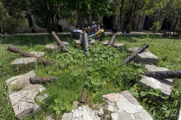 Gjirokastra  Albanien  Kanonen auf der Burg Gjirokastra