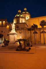 Marsala  Italien  die Altstadt mit der Kathedrale San Tomaso di Canterbury bei Nacht