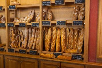 Arbois  Frankreich  frisches Brot bei einem Baecker