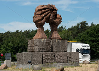 Helmstedt  Deutschland  die Skulptur Die Woelbung der Haende