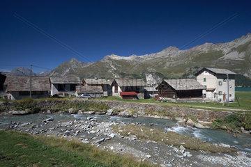 Isola  Schweiz  der kleine Weiler Isola am Suedufer des Silser Sees