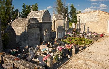 Saignon  Frankreich  Grabstaetten auf einem Friedhof