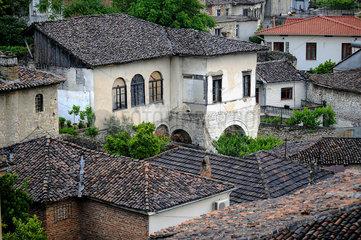 Berat  Albanien  Blick ueber die Daecher der Stadt