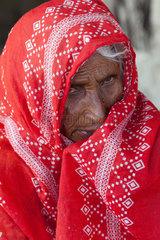 Gunglo Santani  Pakistan  Portrait einer alten Frau im Dorf