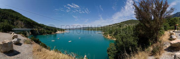 Sainte Croix du Verdon  Frankreich  der See -Lac St. Croix- am Eingang der Schlucht