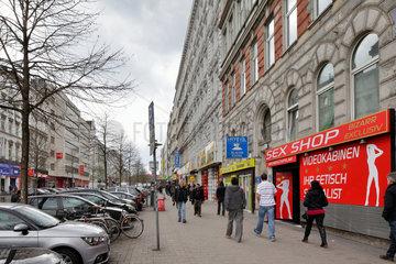 Hamburg  Deutschland  Passanten auf dem Steindamm