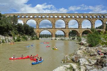Vers-Pont-du-Gard  Frankreich  Pont du Gard am Gardon