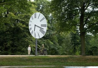 Kassel  Deutschland  Installation Clocked Perspective auf der documenta in der Karlsaue