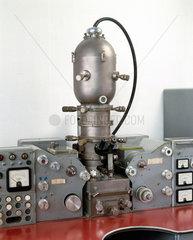 Scanning electron probe microanalyser  1960.