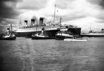 Cunard's White Star liner 'Queen Mary' at
